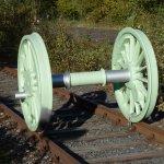 Achse einer Dampflok am Bahnhof