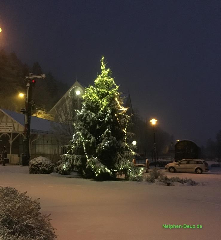 Deuz: Bahnhofsplatz zur Weihnachtszeit